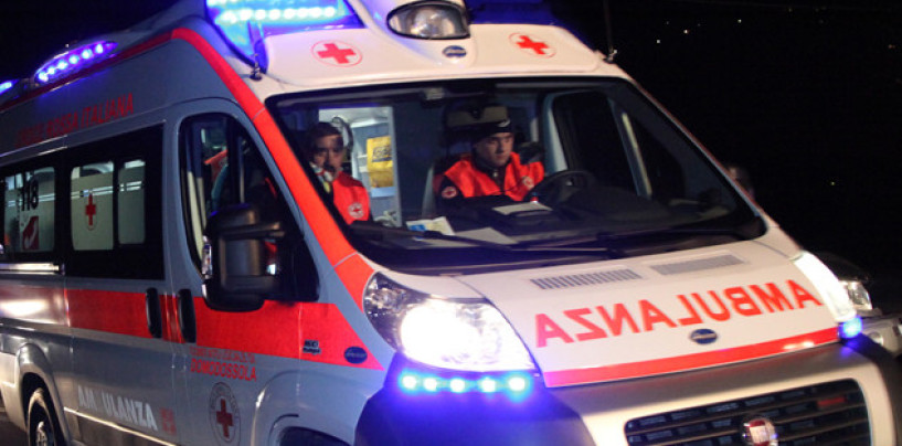 Apice, per evitare incidente finisce in una scarpata