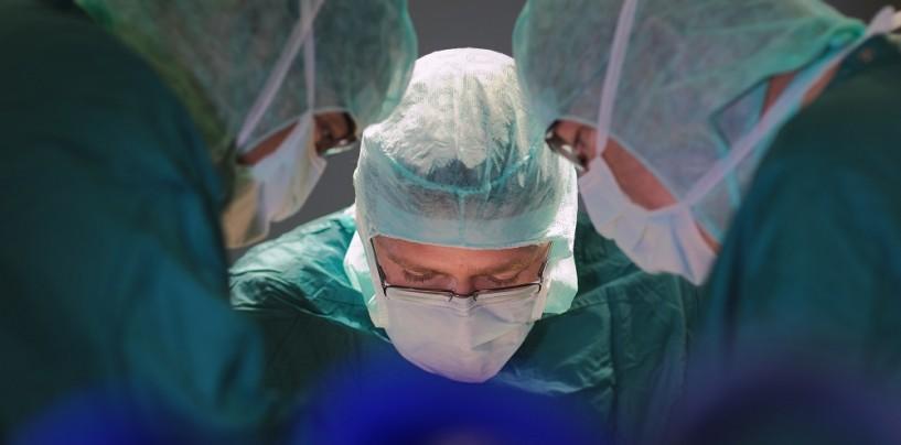 Calci e pugni al chirurgo: mascella fratturata per il medico, fermato l'aggressore