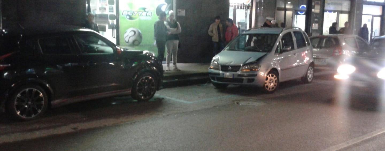 Avellino, incidente stradale in via Cannaviello