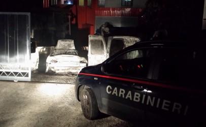 Volturara, vasto incendio in un parcheggio: distrutte 4 auto