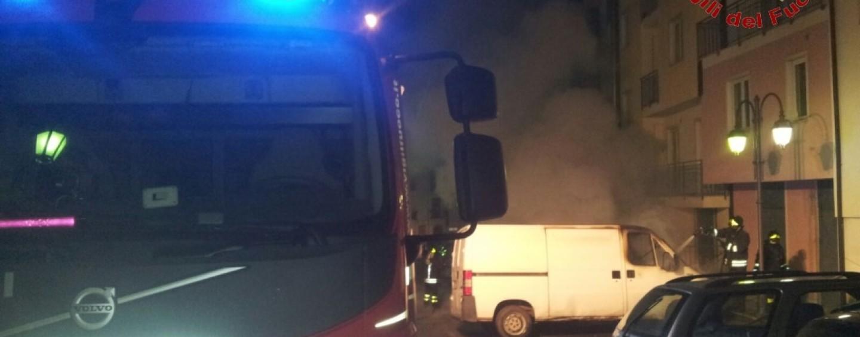 Altavilla, in fiamme 5 veicoli nella notte: danni anche alle abitazioni