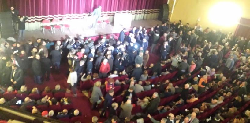 Primarie a Napoli, Bassolino riparte in un teatro Augusteo gremito