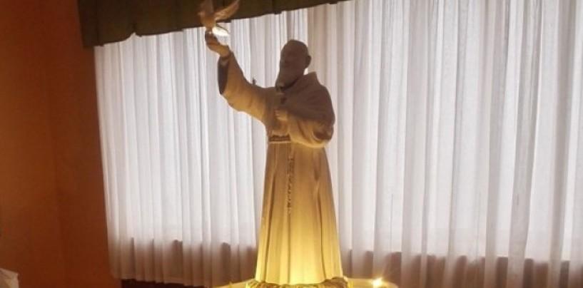 """Cilento: una statua di Padre Pio alta 85 metri, il costo """"monstre"""" indigna il web"""