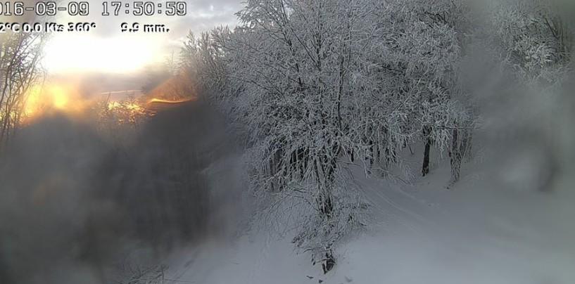 """FOTO/ """"Magico"""" tramonto sulla cima innevata di Montevergine"""
