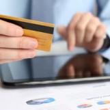 Facevano acquisti con una carta di credito rubata: denunciati