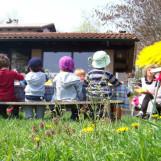 Bimbi della materna picchiati, sospesa maestra a Fabriano