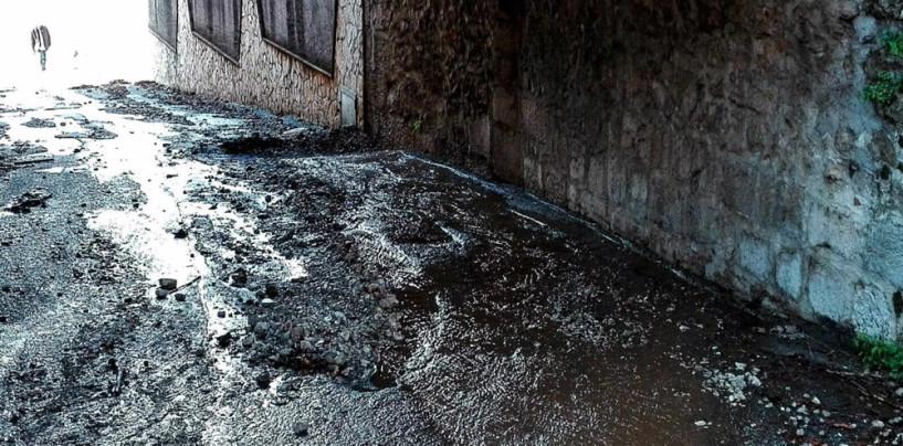 FOTO/ Maltempo, fango e detriti a Solofra. Disagi ad Avellino