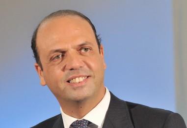 Caso Luca Abete, il M5S interroga i ministri Giannini e Alfano