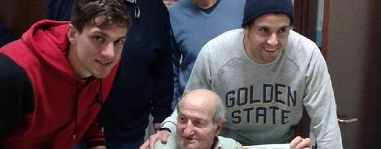 """Avellino Calcio – Lupi solidali: i calciatori regalano un sorriso agli anziani del """"Rubilli"""""""