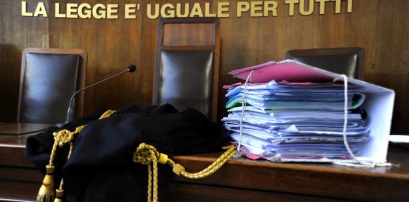Sesso in tribunale, avvocati beccati in bagno