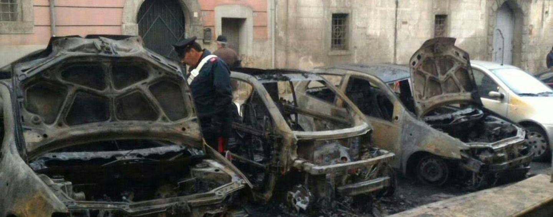 Auto in fiamme nella notte ad Altavilla, si esclude il dolo