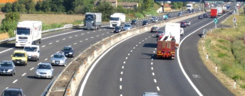 Si ferma in autostrada dopo un incidente e viene travolto: muore un 77enne irpino