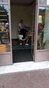 Davide Biraschi al bar in attesa della firma del contratto con l'Avellino