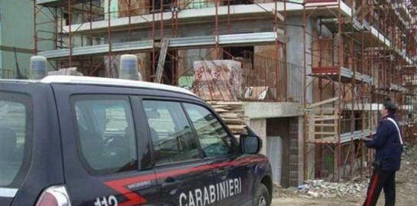 Costruzioni abusive in zona a rischio frana: denunciato