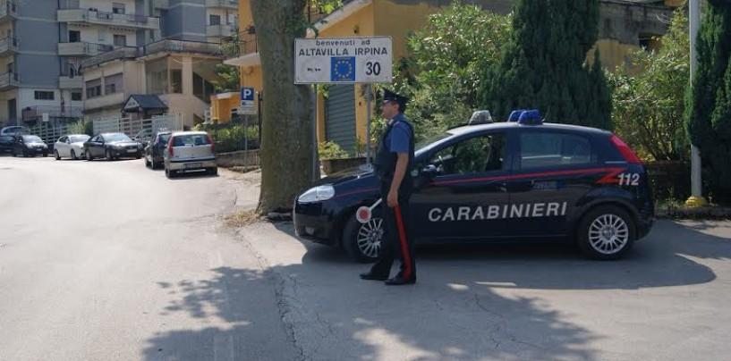 Semina il panico con l'auto nell'isola pedonale, giovane pregiudicato bloccato dai carabinieri