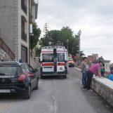 Si barrica in casa e minaccia di farsi del male: i carabinieri costretti a sfondare la porta