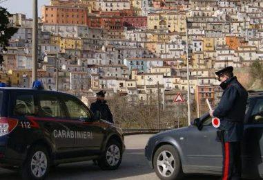 Tentano di rubare un auto nel centro di Calitri, disturbati si danno alla fuga
