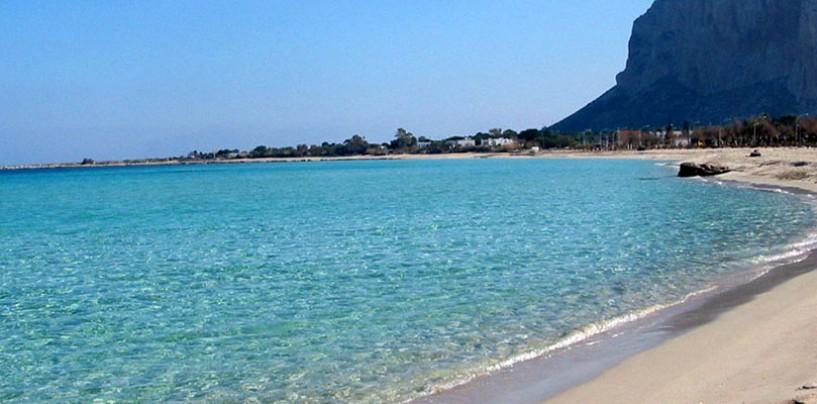 Tendenze per le vacanze estive: aumento bandiere blu spinge l'economia balneare italiana