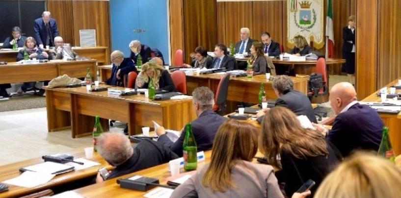Passa il bilancio comunale di Avellino, 17 i favorevoli. Clima teso tra la maggioranza