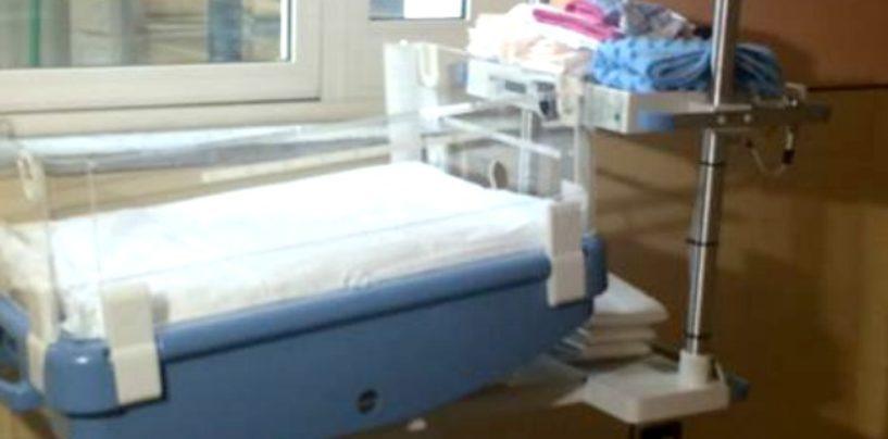 Napoli, Alessandro è il primo neonato abbandonato in culla termica: sarà adottato