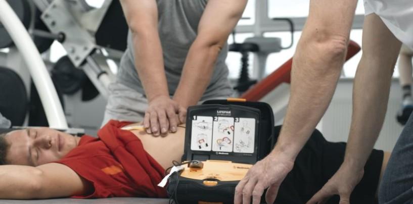 """La """"Montevergine"""" dona un defibrillatore alla Scuola Calcio ASD Monteforte Smile"""