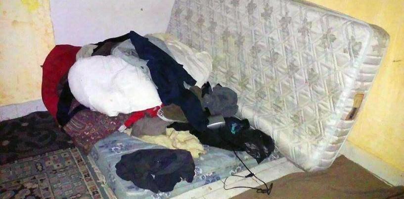 FOTO/ Avellino, dormono tra rifiuti e farmaci scaduti a Parco Palatucci: le foto choc