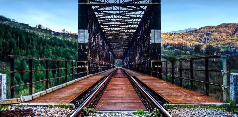 """Parte il """"Dorso Express"""": gli alunni dell'Itis alle sorgenti di Cassano e Caposele con il treno storico"""