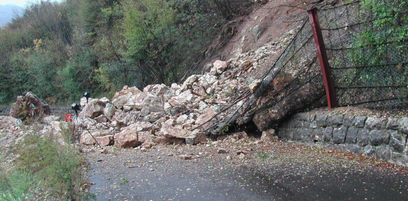 """Dopo l'emergenza incendi c'è il pericolo frane: """"Attenzione alle abitazioni sotto le montagne"""""""