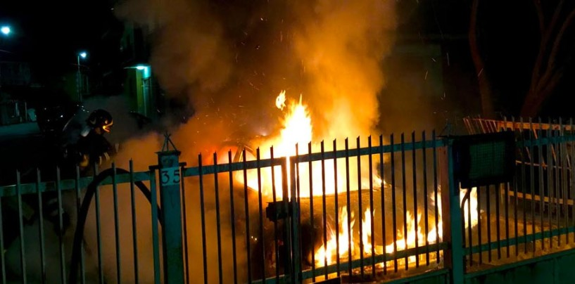 Notte di fuoco ad Avella, in fiamme tre automobili