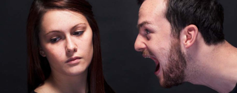 Accecato dalla gelosia perseguita l'ex moglie: scatta il divieto di avvicinamento