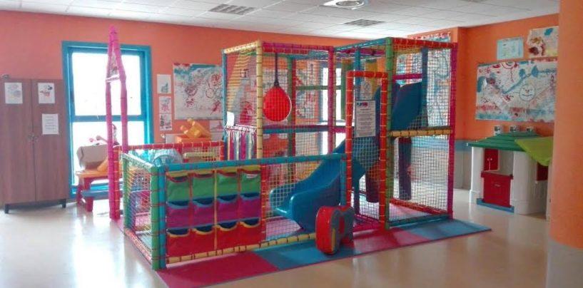 I Cavalieri Crociati arricchiscono la ludoteca della Pediatria con la donazione di un playground