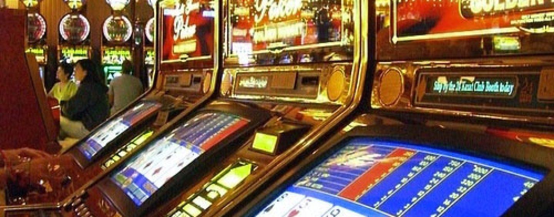 Il re delle slot guadagnava fino a 20mila euro a settimana: nei guai Prof di matematica