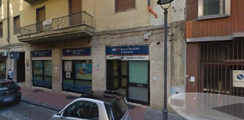 Avellino, rapina a mano armata alla Banca Popolare di Ancona: 110 mila euro il bottino