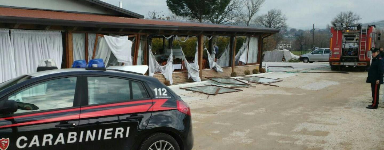 FOTO/ Esplosione in un ristorante di Grottaminarda: due feriti