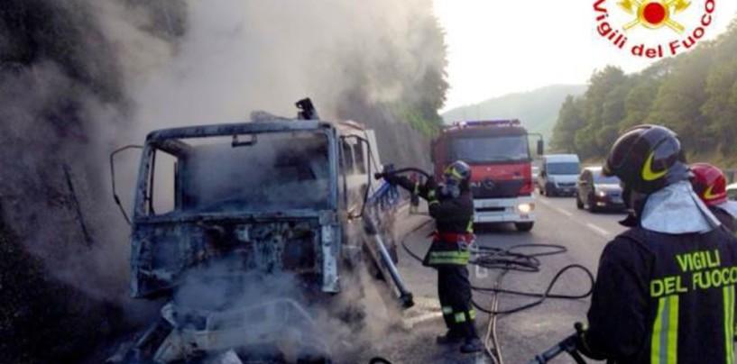 Ancora fiamme sulla A/16: paura al casello di Avellino Est