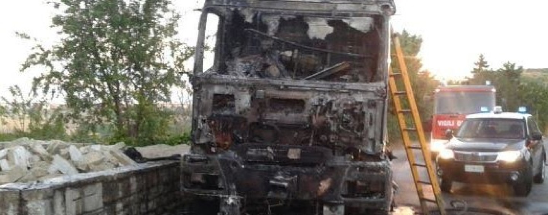 Bisaccia – Camion in fiamme sulla statale