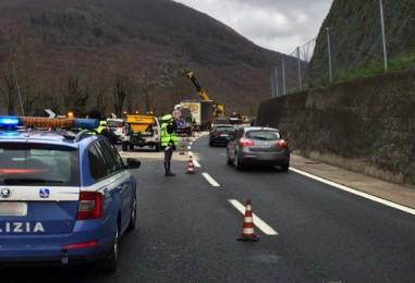 Tragedia sull'A16: schianto in galleria, muore un ragazzo