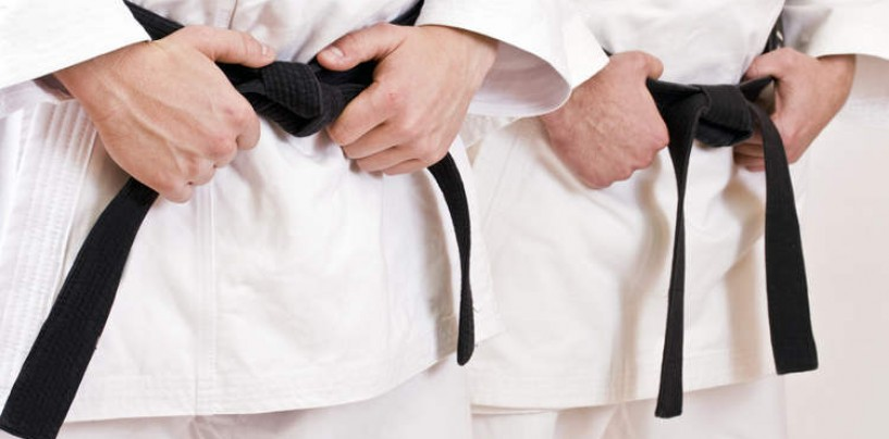 Atripalda – Giovane karateka ferma ladro in fuga
