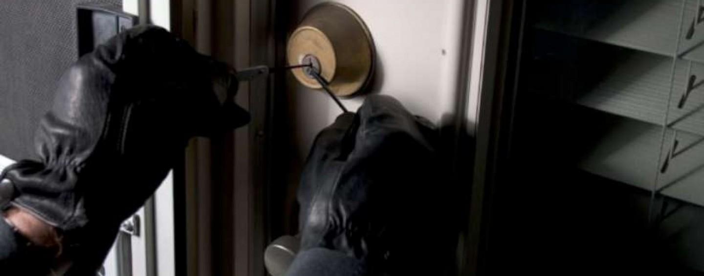 Topi d'appartamento messi in fuga dai Carabinieri