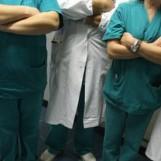 Tagli al fondo sanitario e assunzioni bloccate: scatta la protesta dei medici ospedalieri