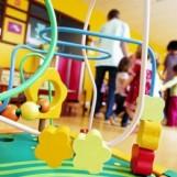 Si spacciano per i nonni di un bambino e tentano di portarlo via da un asilo nido