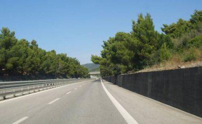 Giù da un viadotto dell'Ofantina, 47enne muore suicida
