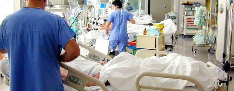 Madre coraggio partorisce quattro gemellini sfidando il cancro