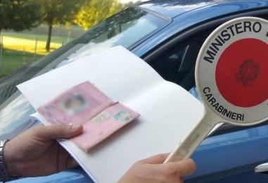 Caserta, sgominata la banda della patente: tredici arresti