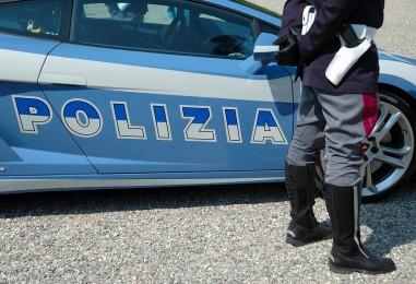 Rapina con ostaggi in casa in pieno giorno, paura ad Ostia: caccia ai finti poliziotti