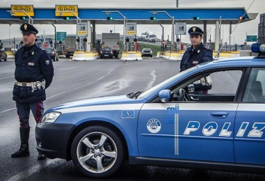 Ricettazione, coppia casertana fermata e denunciata dalla Polizia Stradale