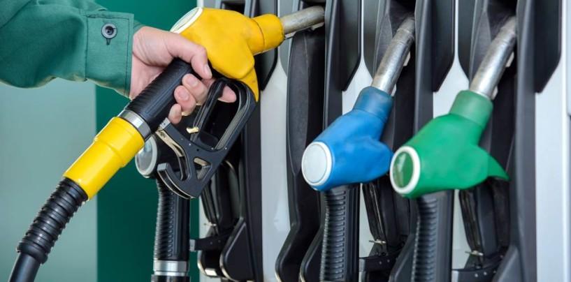 Aumentano tabacchi e benzina, manovra costerà 60 euro l'anno agli italiani