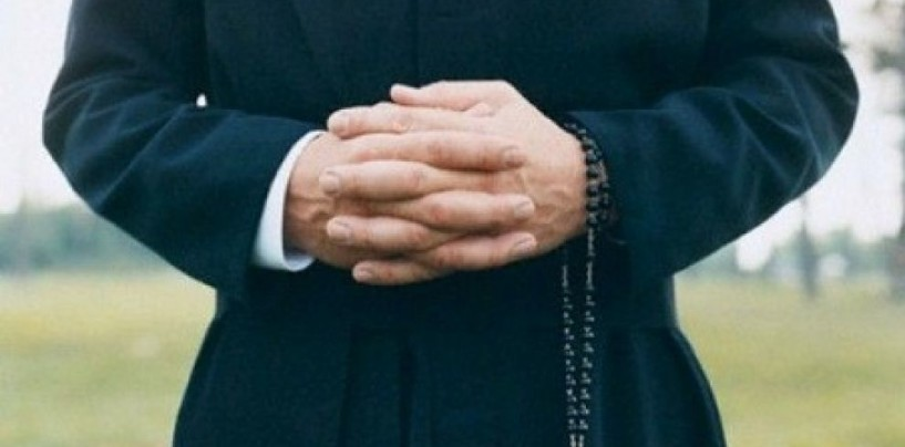 Si finge prete per truffare una famiglia che voleva vendere casa: inseguimento e arresto