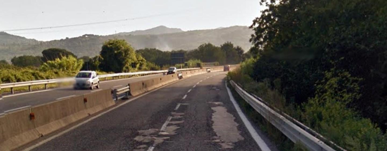 Sfonda il guardrail sul Raccordo Salerno Avellino e scappa