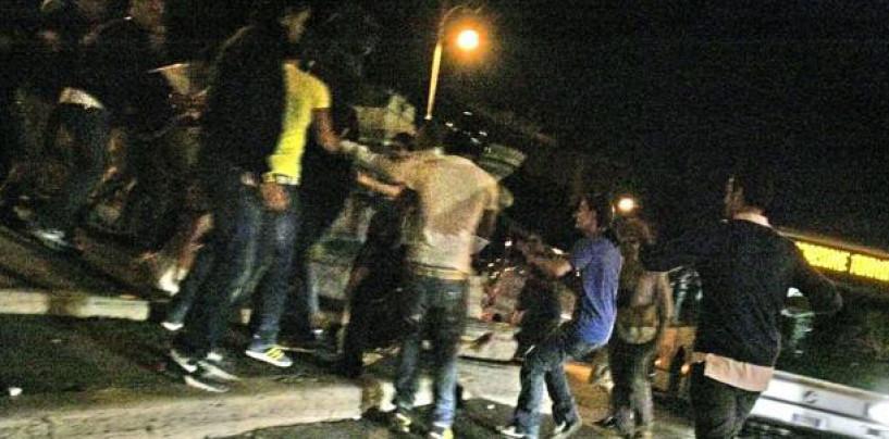 Rissa in piazza tra familiari a colpi di pugni e mazze di legno: denunciate otto persone